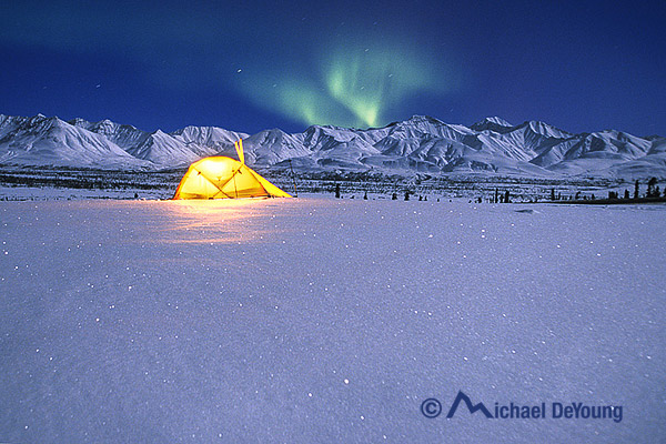 tent-aurora-borealis-alaska