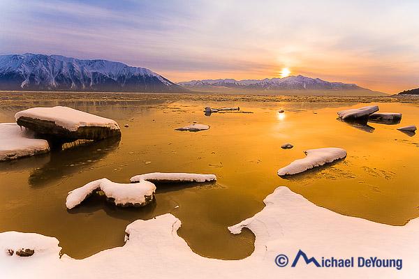 winter-scenic-turnagain-arm-alaska